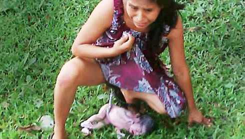 Фото женщина рожает ребёнка в