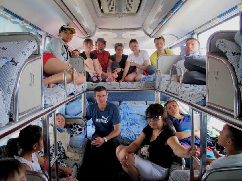 лежачий автобус фото