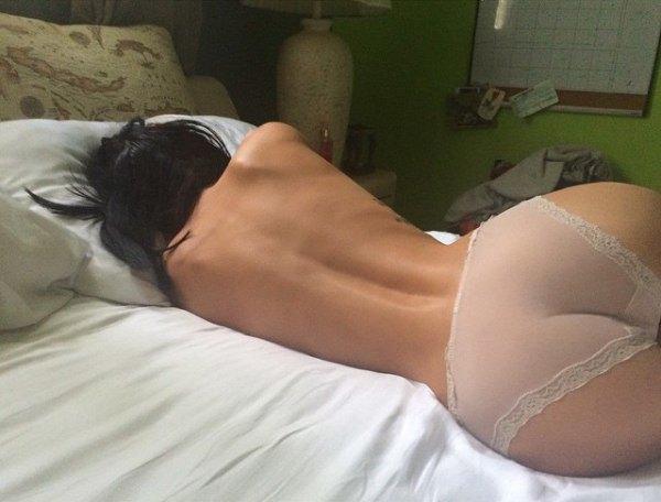девушка спит попа видео