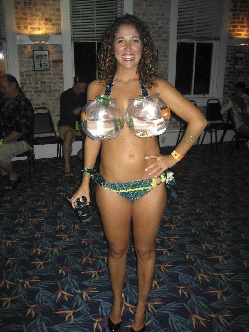 Стрептиз в бикини 13 фотография