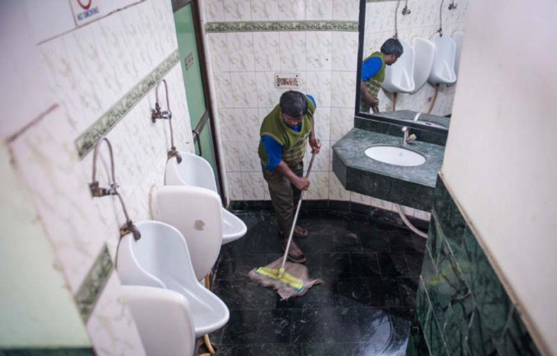 Картинки по запросу работать уборщиком туалетов